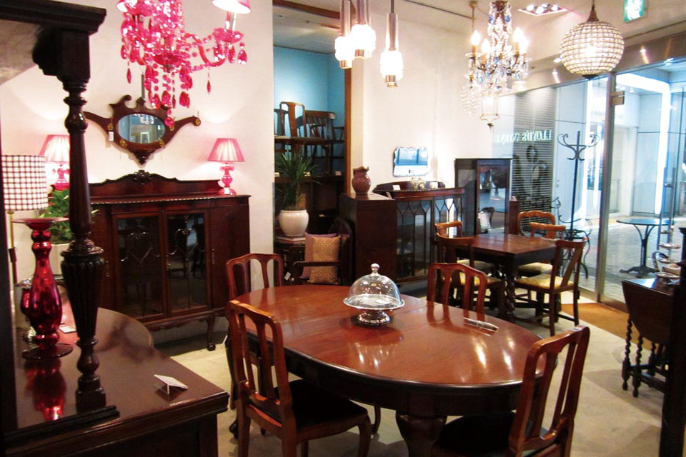 Lloyd's Antiques 博多 | 福岡市博多区
