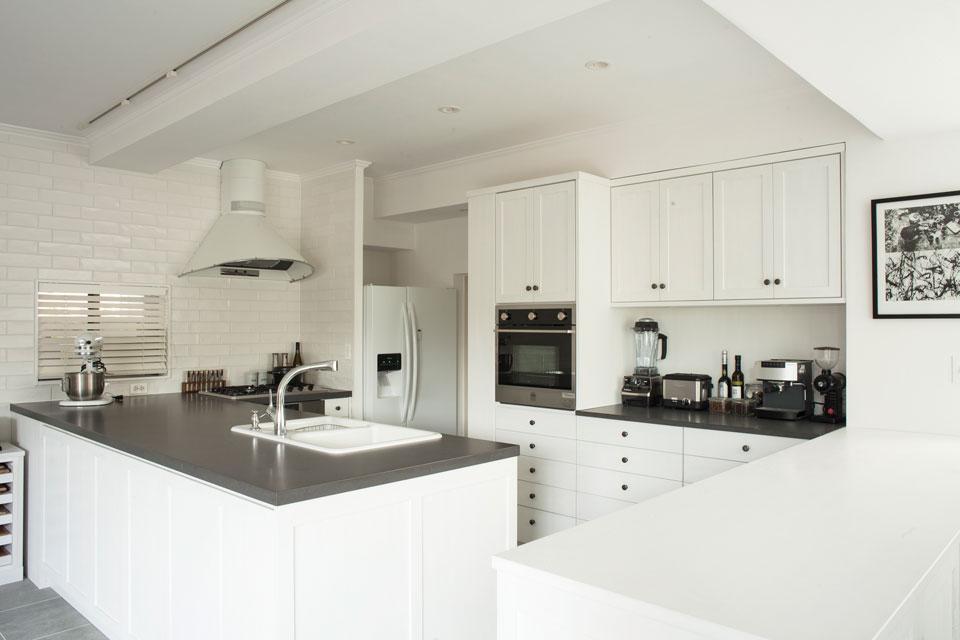 FILEが得意とする収納計画が充実したキッチンもショールームで実際に使い勝手を確認することができる。