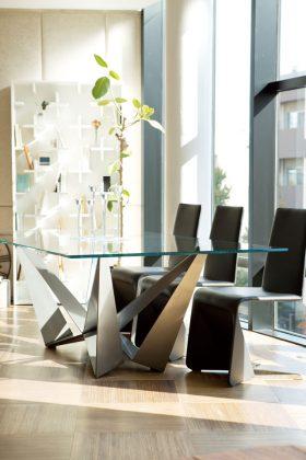 「cattelan italia」のダイニングテーブルは脚のデザインが独創的。