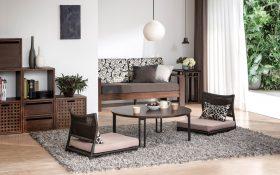 【Coordinate Items】「座椅子(ラタン)」「ラウンド・ローテーブル 900(円形)」「3 ユニ ットキューブ v01」「2ユニットキューブ v04」「ウッド・ソファ」「ク ッションカバー(KSブラック)」ラグ ステラ(グレー)」