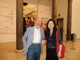 ミラノ・トリエンナーレ美術館で主催した建築展の会場でマリオ・ベリーニと。